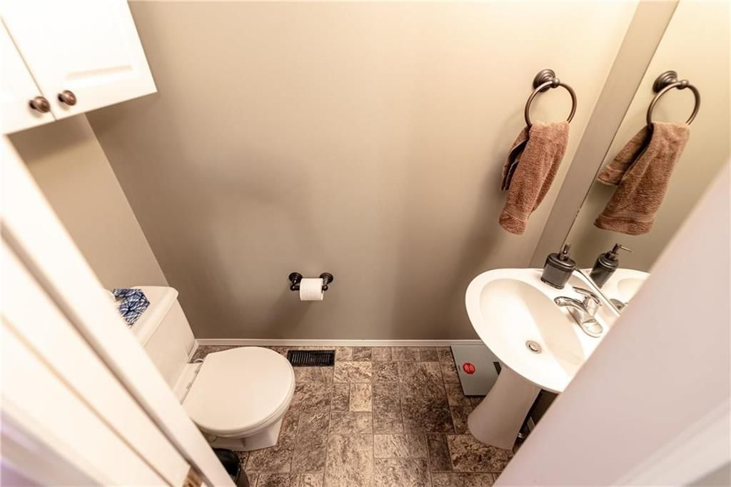 Photo 15: Photos: 20 PENROSE Crescent in Steinbach: R16 Residential for sale : MLS®# 202107867