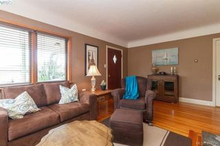Photo 4: 260 Regina Ave in VICTORIA: SW Tillicum House for sale (Saanich West)  : MLS®# 824726