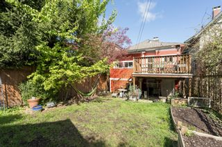 "Photo 18: 266 E 26TH Avenue in Vancouver: Main House for sale in ""MAIN STREET"" (Vancouver East)  : MLS®# R2358788"