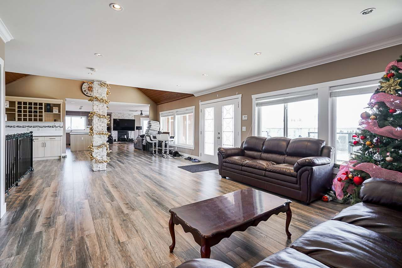 Photo 4: Photos: 1458 GLADWIN Road in Abbotsford: Poplar House for sale : MLS®# R2547303