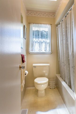 Photo 7: 351 E 20TH Street in North Vancouver: Central Lonsdale House for sale : MLS®# R2216173