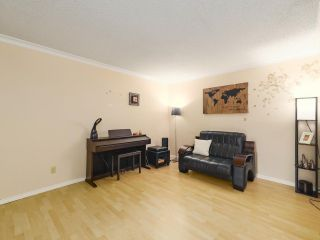 "Photo 3: 4 9151 FOREST GROVE Drive in Burnaby: Forest Hills BN Townhouse for sale in ""ROSSMOOR"" (Burnaby North)  : MLS®# R2499392"