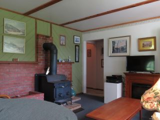 Photo 4: 1950 Shingle Spit Rd in HORNBY ISLAND: Isl Hornby Island House for sale (Islands)  : MLS®# 787572