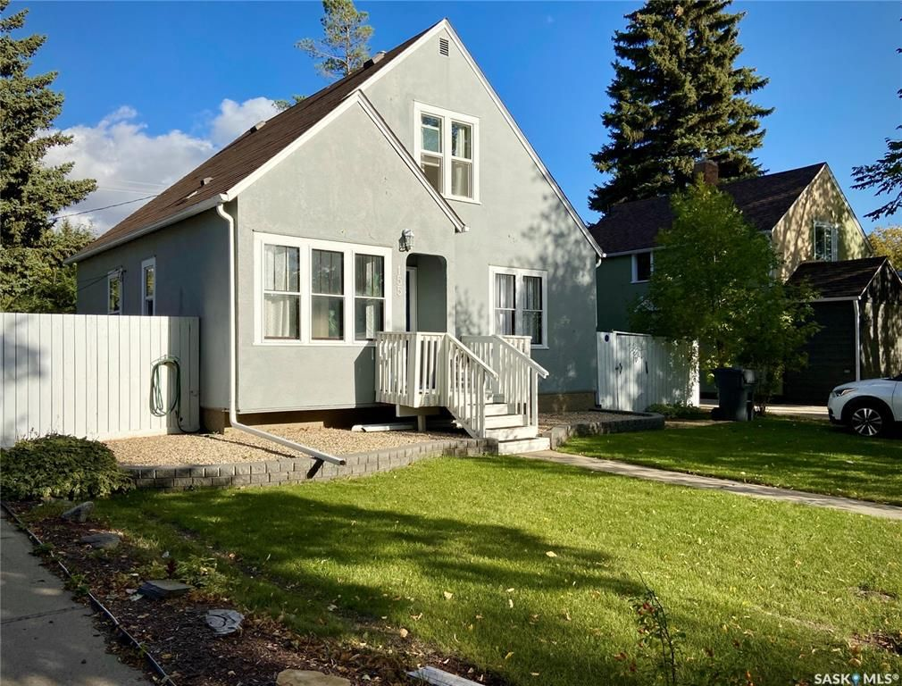 Main Photo: 155 Fifth Avenue North in Yorkton: Residential for sale : MLS®# SK870566
