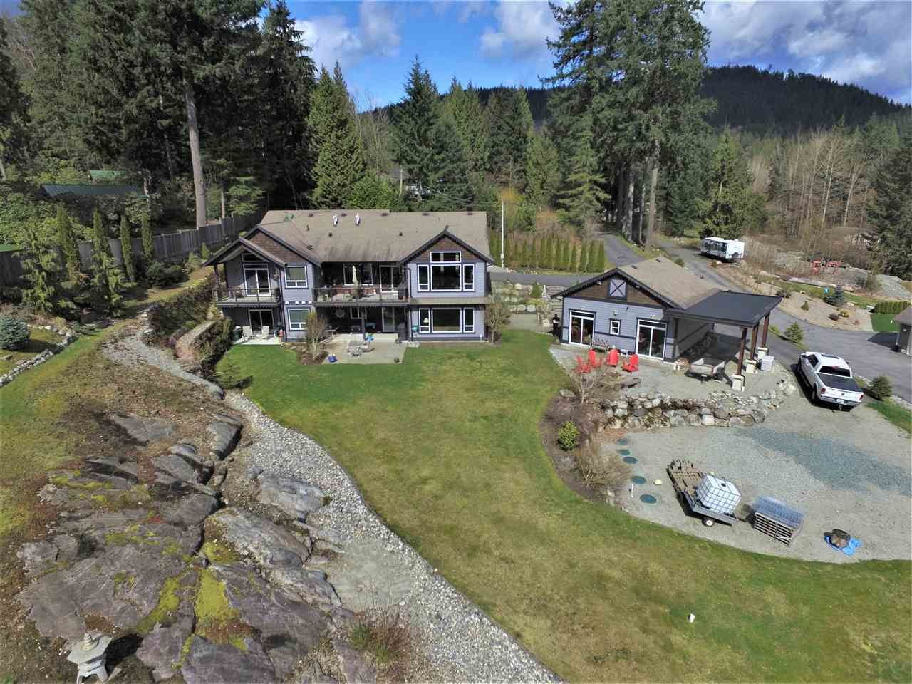 Main Photo: 33246 RICHARDS Avenue in Mission: Mission BC House for sale : MLS®# R2557503