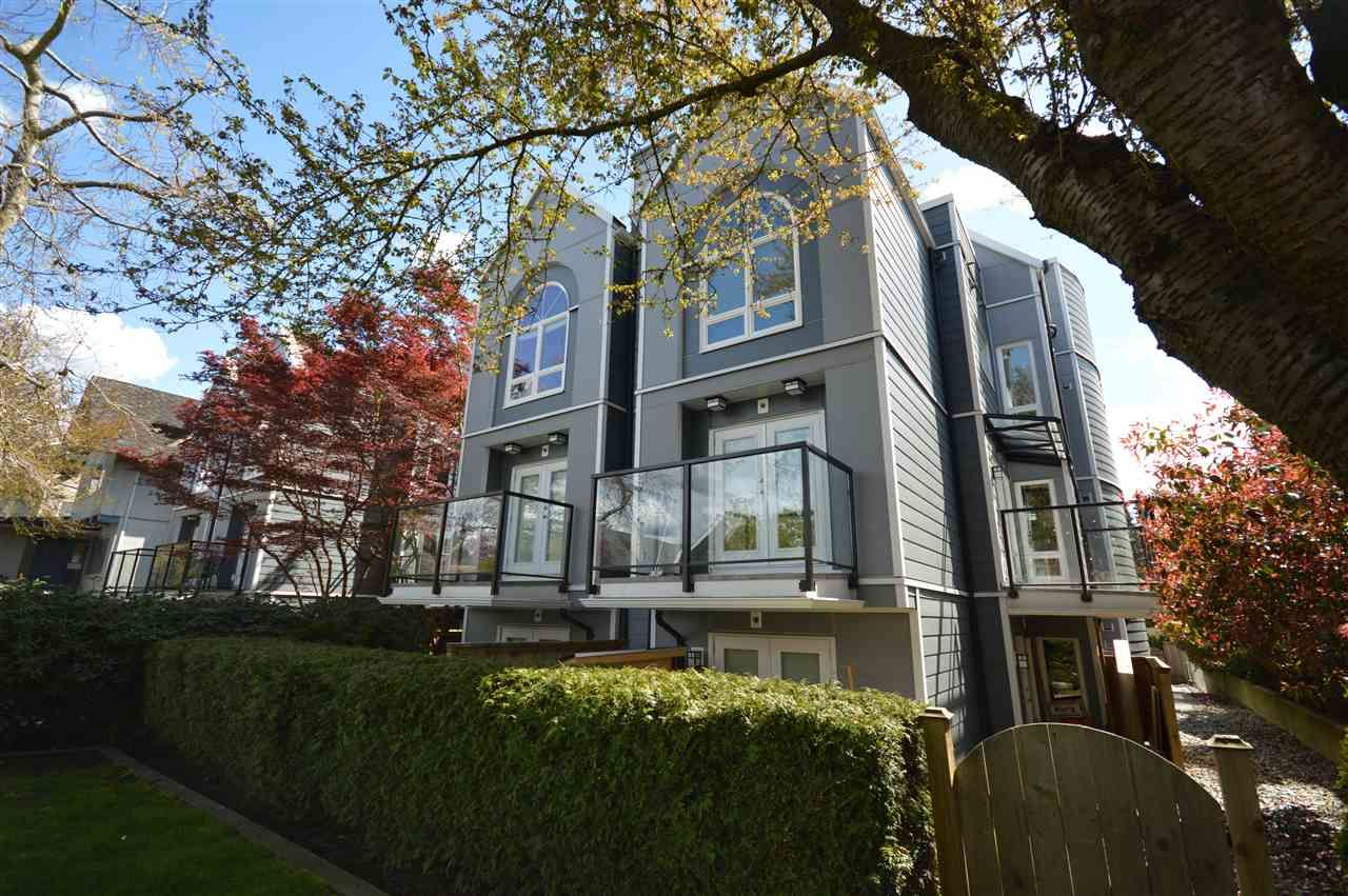 Main Photo: 202 828 W 14TH Avenue in Vancouver: Fairview VW Condo for sale (Vancouver West)  : MLS®# R2160610