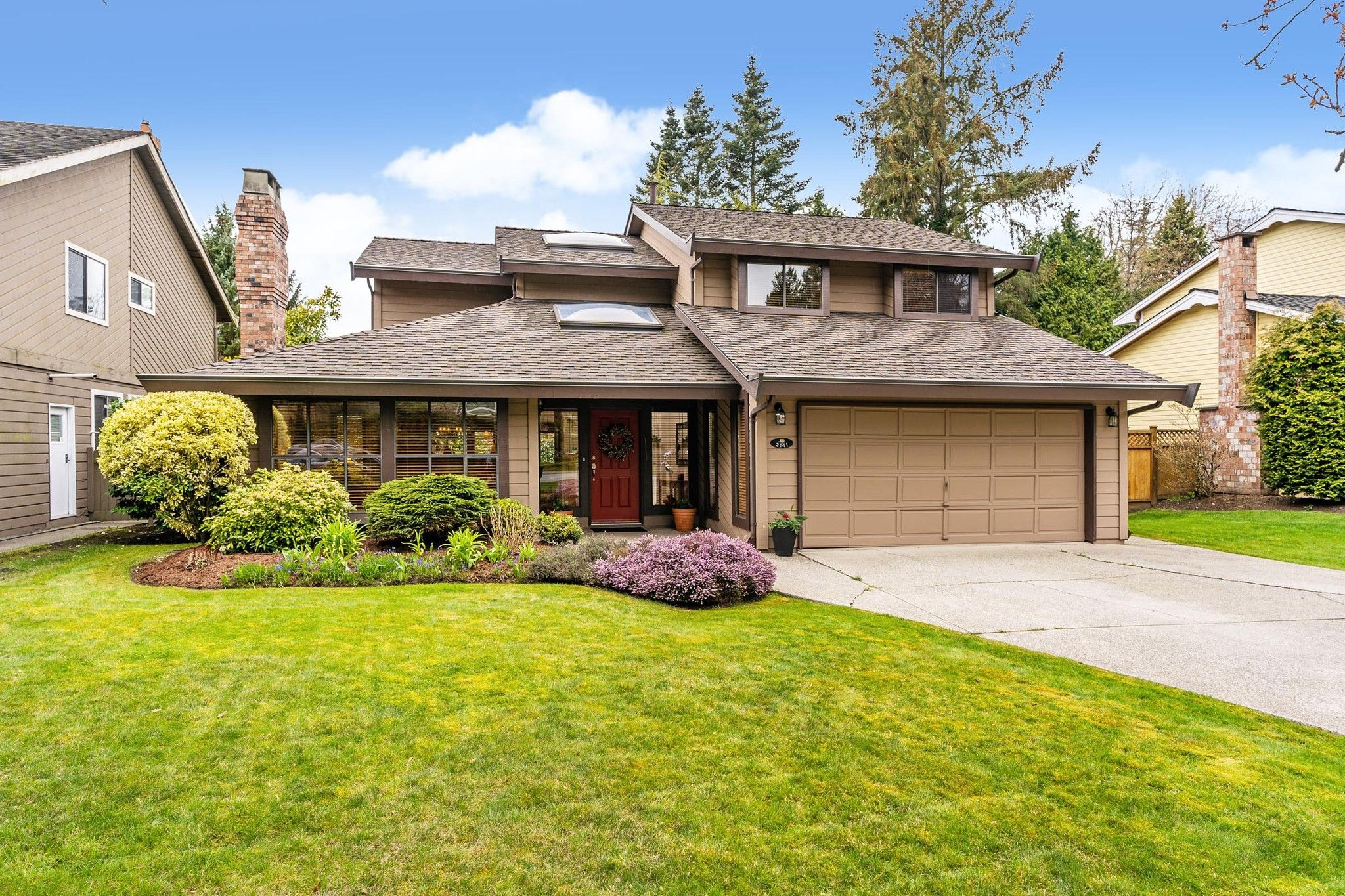 """Main Photo: 2141 OCEAN FOREST Drive in Surrey: Crescent Bch Ocean Pk. House for sale in """"Ocean Cliff Estates"""" (South Surrey White Rock)  : MLS®# R2560449"""