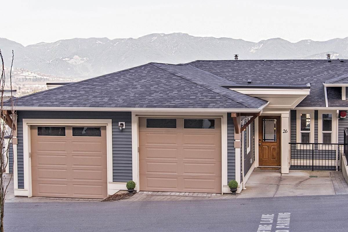 """Main Photo: 26 47315 SYLVAN Drive in Sardis: Promontory Townhouse for sale in """"PROMONTORY HEIGHTS"""" : MLS®# R2052915"""