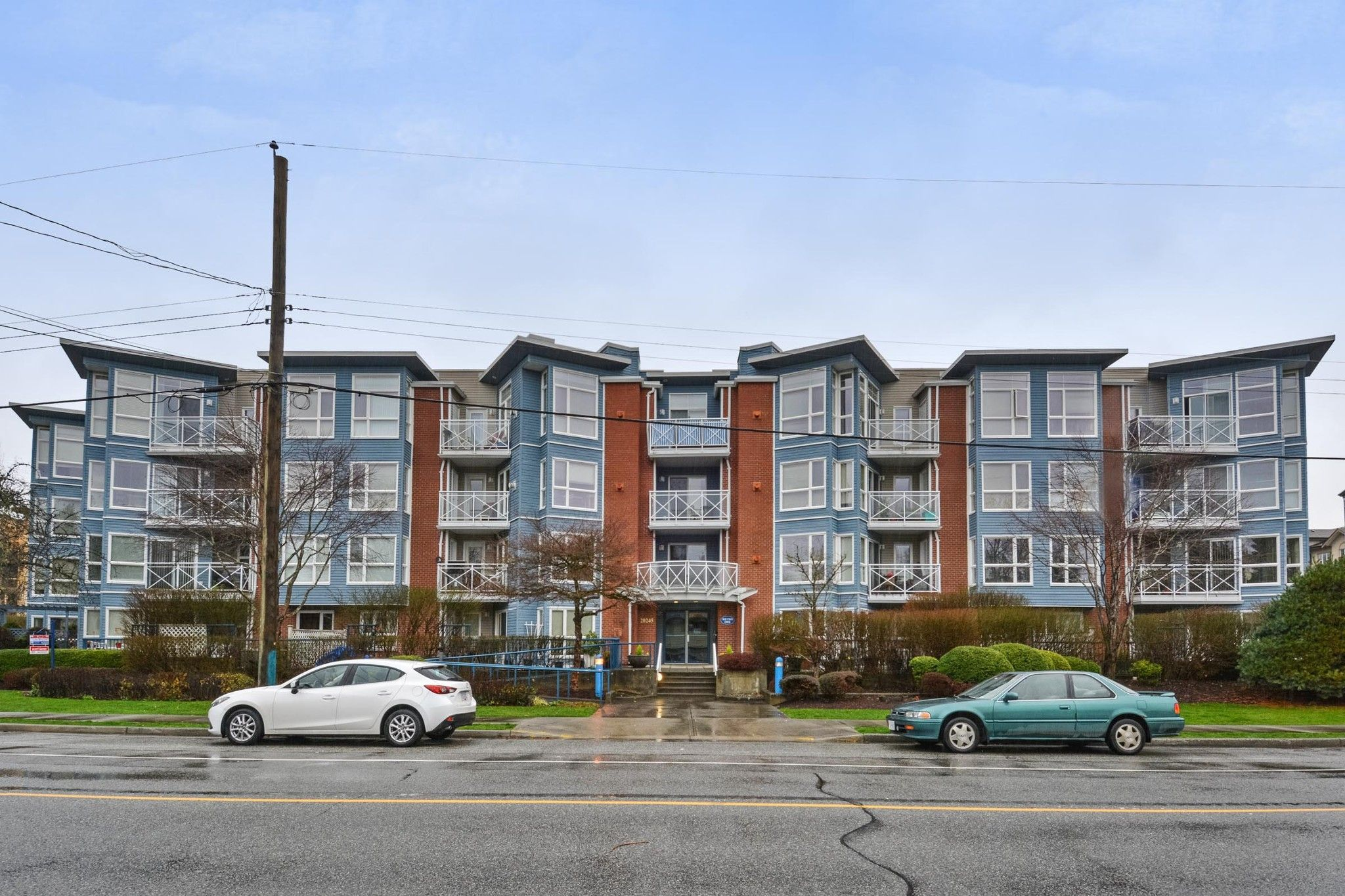 "Main Photo: 205 20245 53 Avenue in Langley: Langley City Condo for sale in ""METRO I"" : MLS®# R2225466"