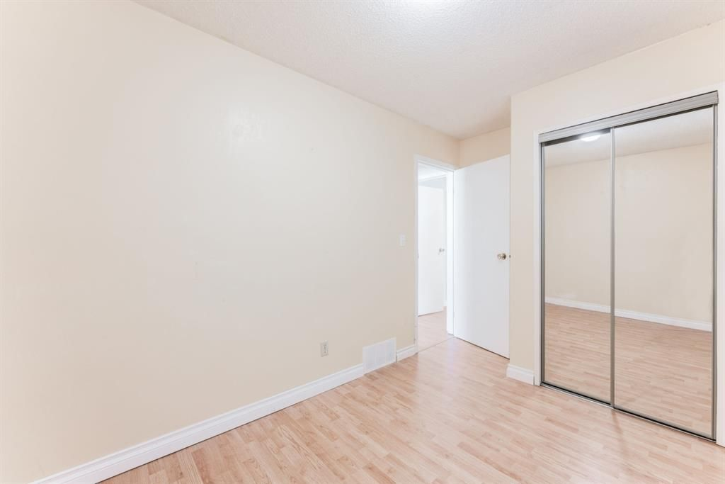 Photo 20: Photos: 534 QUEENSLAND Place SE in Calgary: Queensland Semi Detached for sale : MLS®# A1020359