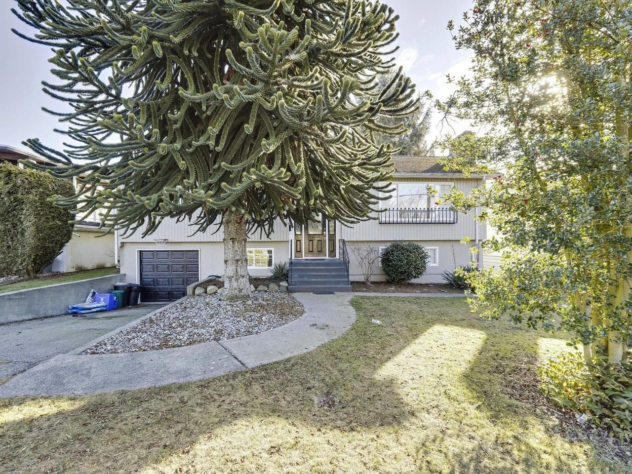 """Main Photo: 1136 HABGOOD Street: White Rock House for sale in """"EAST BEACH WHITE ROCK"""" (South Surrey White Rock)  : MLS®# R2623763"""