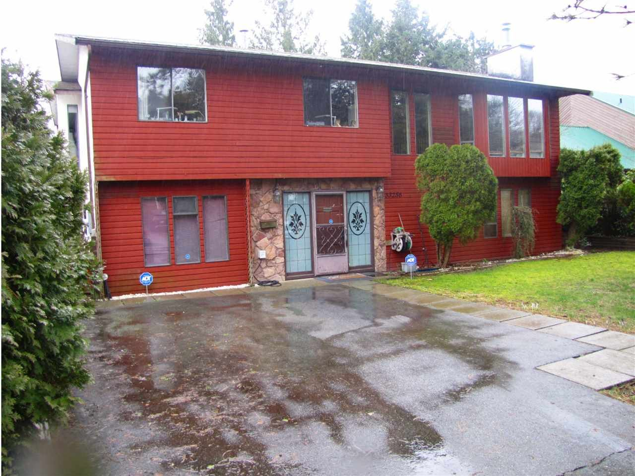 Main Photo: 33256 BEST Avenue in Mission: Mission BC House for sale : MLS®# R2442865