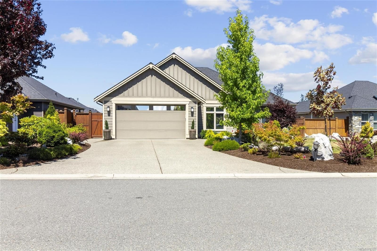 Main Photo: 1071 Blue Water Pl in : PQ French Creek House for sale (Parksville/Qualicum)  : MLS®# 882392