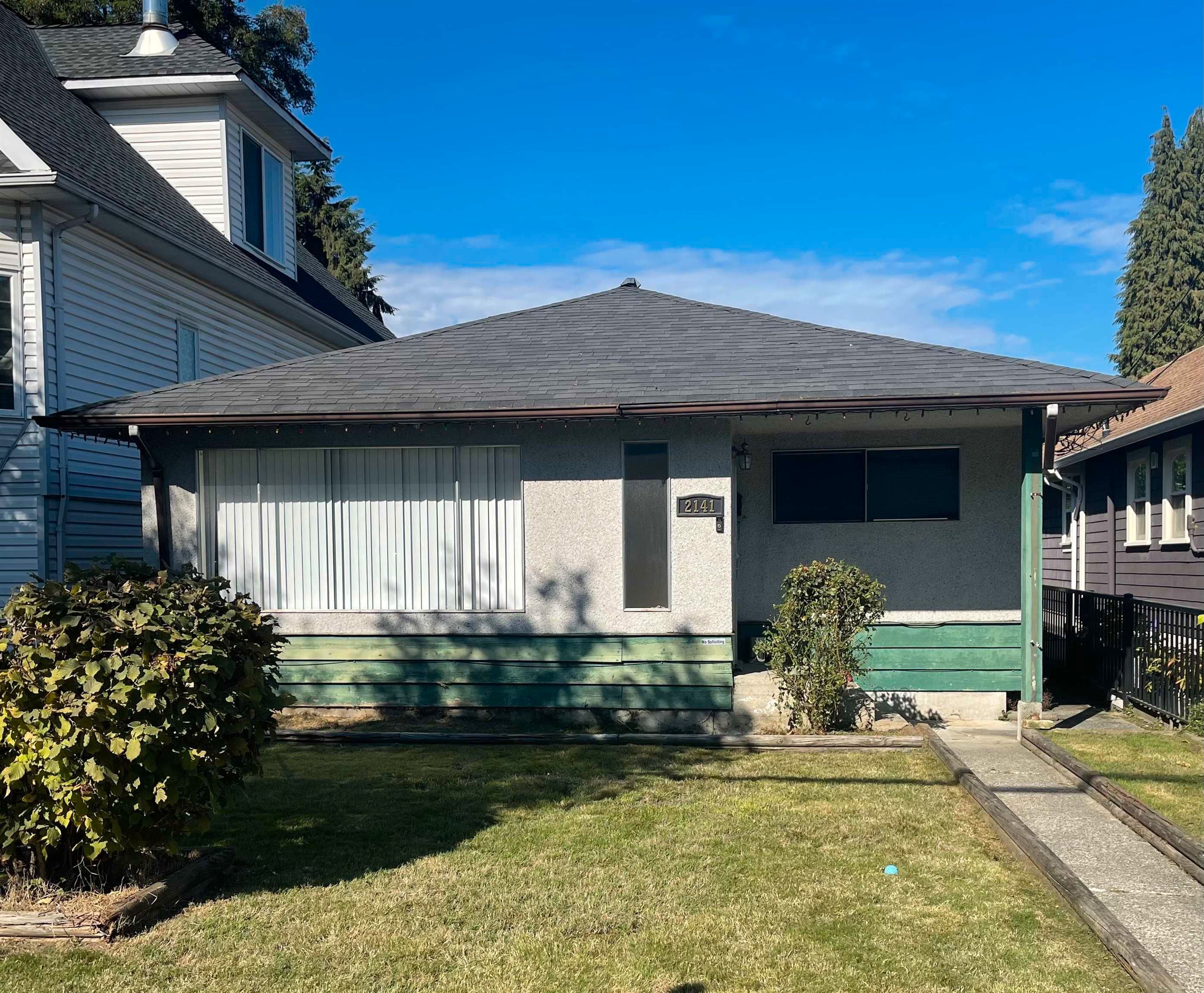 Main Photo: 2141 FRASER Avenue in Port Coquitlam: Glenwood PQ House for sale : MLS®# R2622047