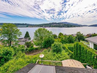Photo 6: 940 IOCO Road in Port Moody: Barber Street House for sale : MLS®# R2607344