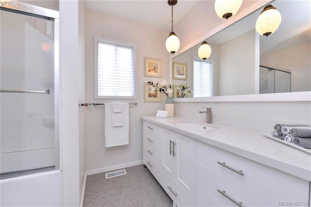 Photo 12: Photos: 3698 Kootenay Pl in VICTORIA: SE Cedar Hill House for sale (Saanich East)  : MLS®# 810256