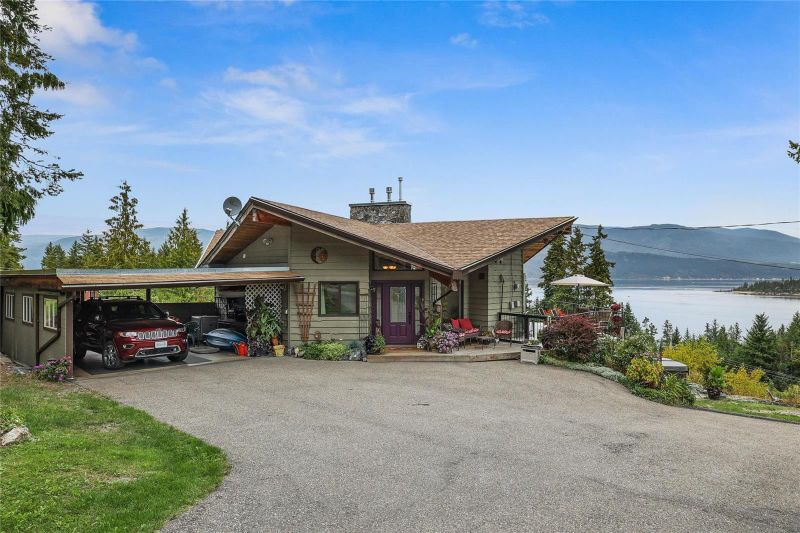 FEATURED LISTING: 2295 Lakeview Drive Blind Bay