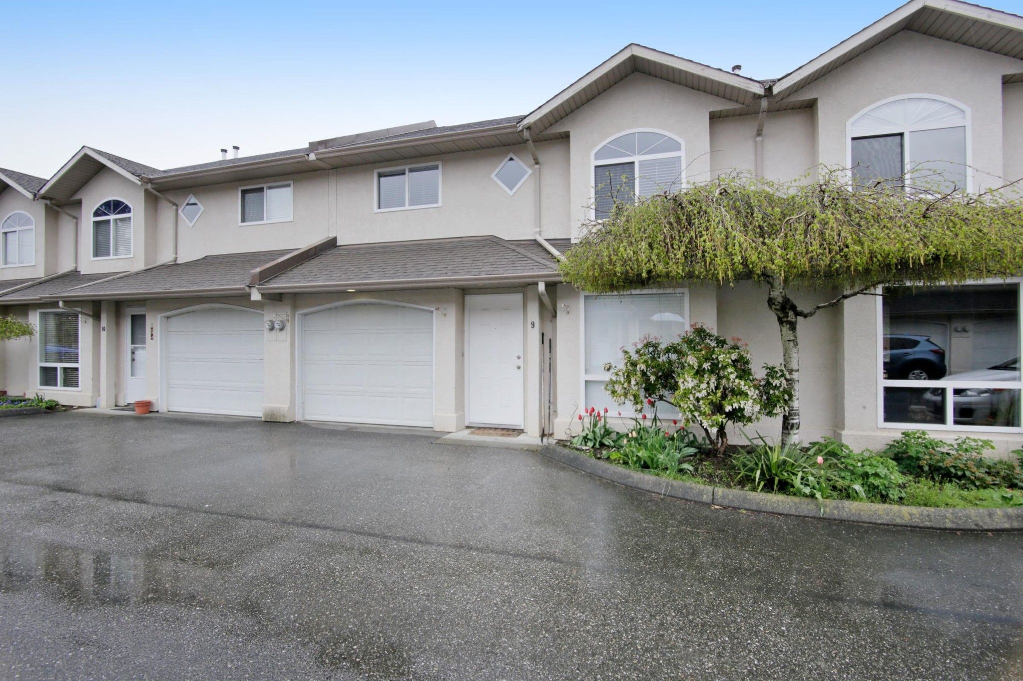 """Main Photo: 9 9486 WOODBINE Street in Chilliwack: Chilliwack E Young-Yale Townhouse for sale in """"Villa Rosa"""" : MLS®# R2257582"""