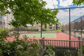 """Photo 16: 801 555 13TH Street in West Vancouver: Ambleside Condo for sale in """"PARKVIEW TOWERS"""" : MLS®# R2105654"""