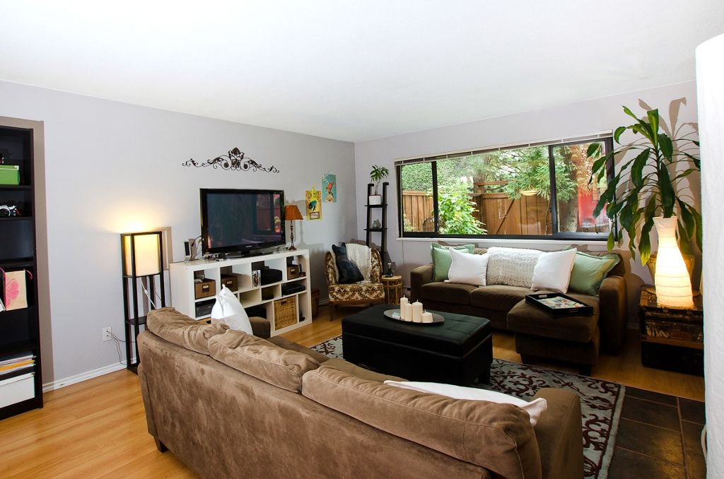 """Main Photo: 11712 KINGSBRIDGE Drive in Richmond: Ironwood Townhouse for sale in """"KINGSWOOD DOWNES"""" : MLS®# V968100"""