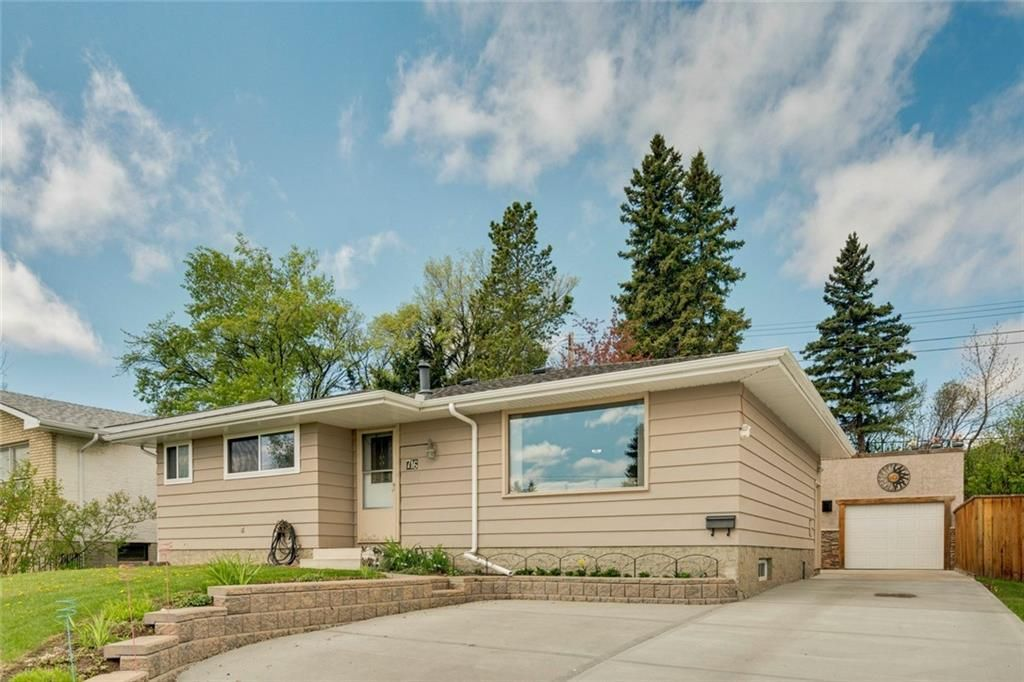 Main Photo: 716 HUNTS Crescent NW in Calgary: Huntington Hills Detached for sale : MLS®# C4299076