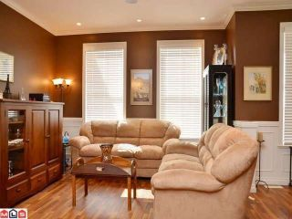 """Photo 2: 6976 179A Street in Surrey: Cloverdale BC Townhouse for sale in """"TERRACES AT PROVINCETON"""" (Cloverdale)  : MLS®# F1220224"""
