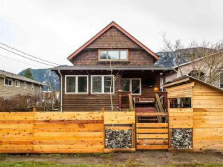 Photo 4: 38044 FIFTH Avenue in Squamish: Downtown SQ House for sale : MLS®# R2539837