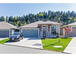 """Photo 1: 31 46110 THOMAS Road in Chilliwack: Vedder S Watson-Promontory House for sale in """"Thomas Crossing"""" (Sardis)  : MLS®# R2567691"""