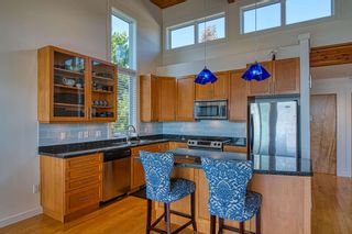 """Photo 13: 6500 WILDFLOWER Place in Sechelt: Sechelt District Townhouse for sale in """"WAKEFIELD BEACH - 2ND WAVE"""" (Sunshine Coast)  : MLS®# R2604222"""