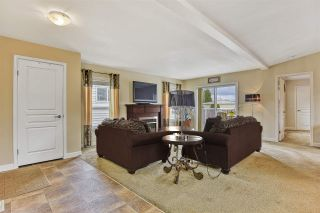 """Photo 9: 51 2120 KING GEORGE Boulevard in Surrey: King George Corridor Manufactured Home for sale in """"Five Oaks"""" (South Surrey White Rock)  : MLS®# R2454981"""