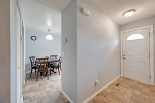 Photo 3: 1692 LAKEWOOD Road S in Edmonton: Zone 29 Townhouse for sale : MLS®# E4248367
