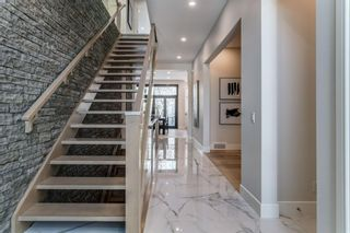 Photo 2: 23 Windsor Crescent SW in Calgary: Windsor Park Detached for sale : MLS®# A1070078