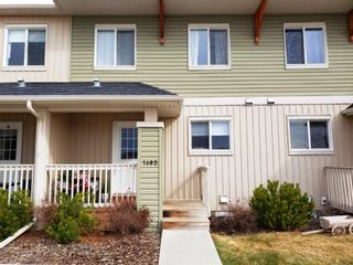 Photo 2: 1402 Clover Link: Carstairs Row/Townhouse for sale : MLS®# A1092269