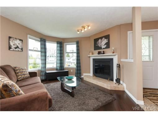 Main Photo: 1279 Lidgate Crt in VICTORIA: SW Strawberry Vale House for sale (Saanich West)  : MLS®# 704635
