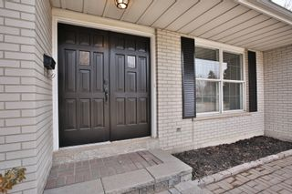 Photo 2: 2200 Haygate Crescent in Mississauga: Sheridan House (Backsplit 4) for sale : MLS®# W4075137
