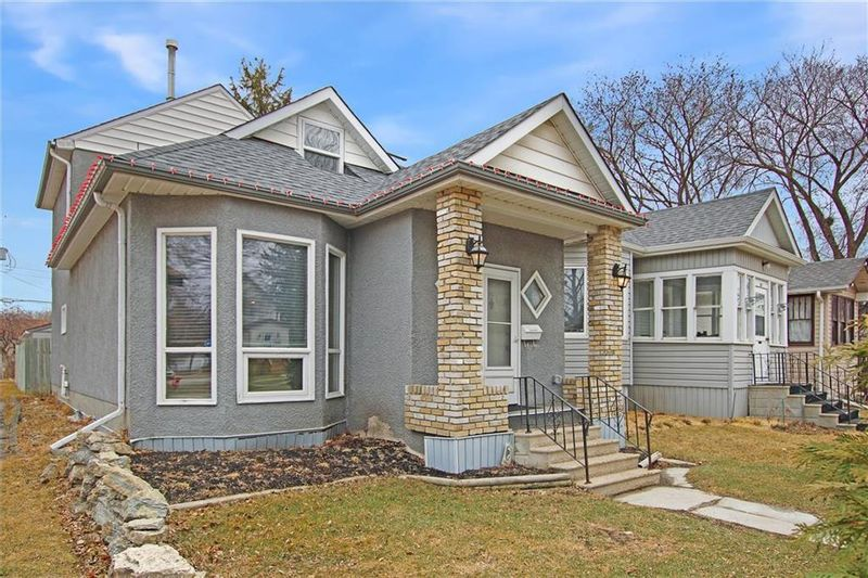 FEATURED LISTING: 219 Hampton Street Winnipeg