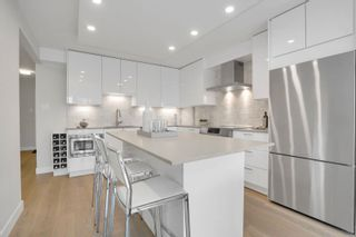 """Photo 6: 405 1490 PENNYFARTHING Drive in Vancouver: False Creek Condo for sale in """"Harbour Cove"""" (Vancouver West)  : MLS®# R2615809"""