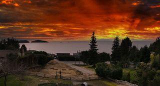 Photo 1: 6885 ISLANDVIEW Road in Sechelt: Sechelt District House for sale (Sunshine Coast)  : MLS®# R2549902