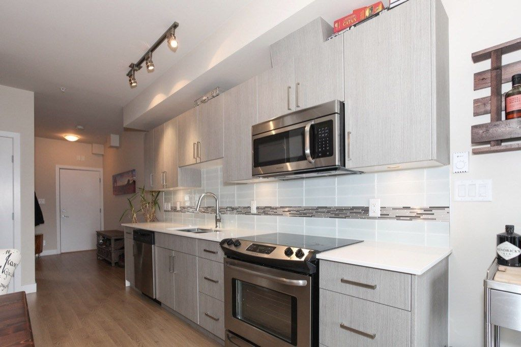 """Photo 2: Photos: PH5 388 KOOTENAY Street in Vancouver: Hastings East Condo for sale in """"VIEW 388"""" (Vancouver East)  : MLS®# R2150630"""