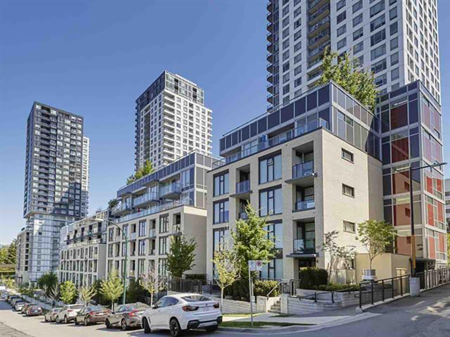 """Main Photo: 515 5598 ORMIDALE Street in Vancouver: Collingwood VE Condo for sale in """"wall centre central park"""" (Vancouver East)  : MLS®# R2560362"""