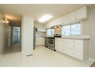 """Photo 10: 20 24330 FRASER Highway in Langley: Otter District Manufactured Home for sale in """"Langley Grove Estates"""" : MLS®# R2497315"""