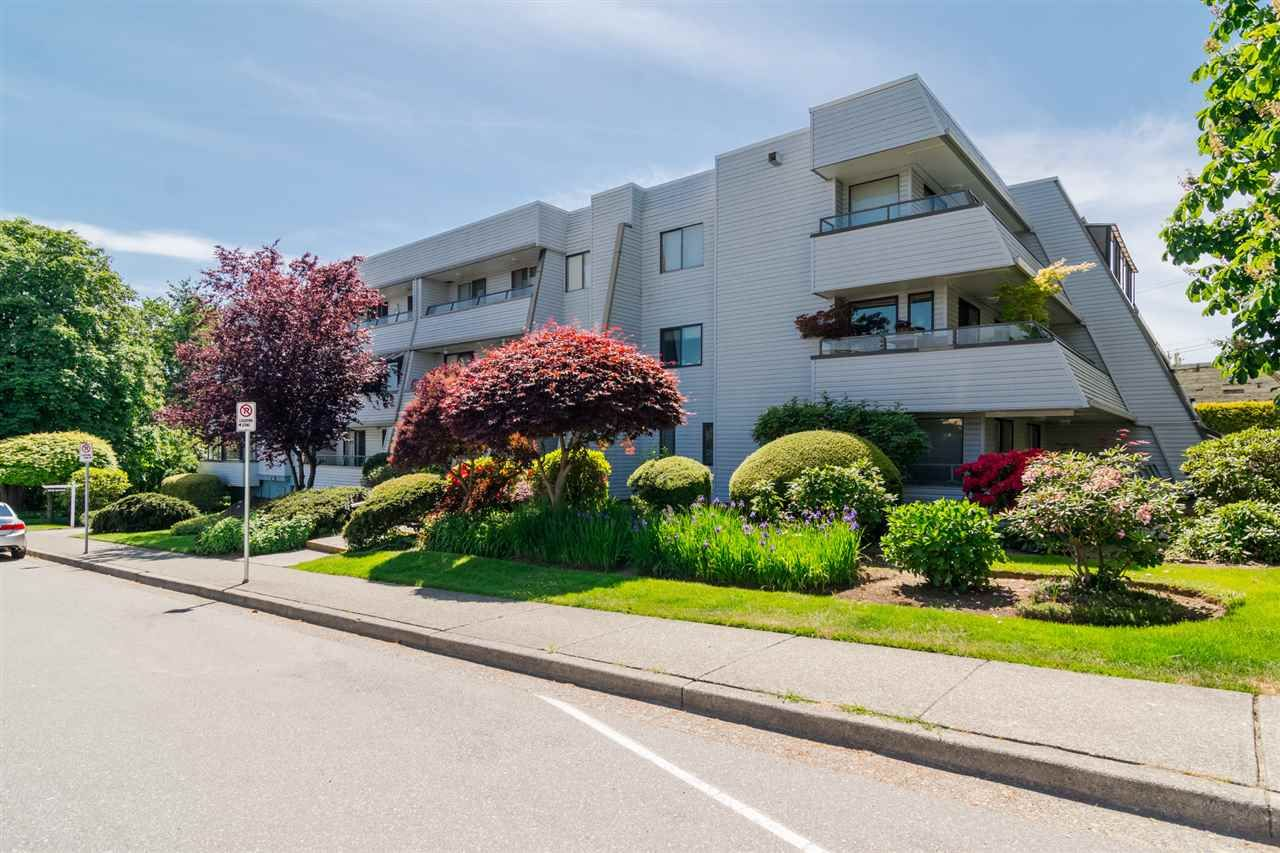 """Main Photo: 301 1341 GEORGE Street: White Rock Condo for sale in """"Oceanview"""" (South Surrey White Rock)  : MLS®# R2335538"""
