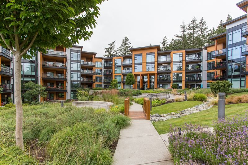"""Main Photo: 415 14855 THRIFT Avenue: White Rock Condo for sale in """"The Royce"""" (South Surrey White Rock)  : MLS®# R2538329"""