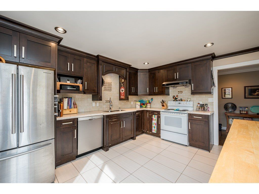 Photo 9: Photos: 20305 50 AVENUE in Langley: Langley City House for sale : MLS®# R2561802