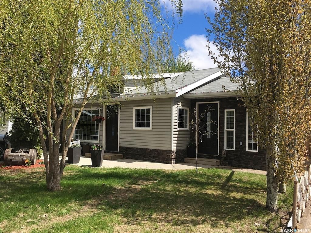 Main Photo: 108 9th Street in Humboldt: Residential for sale : MLS®# SK828646
