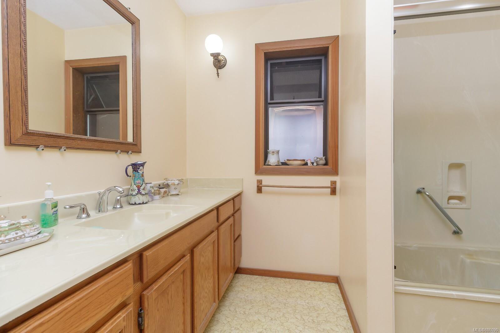 Photo 21: Photos: 4553 Blenkinsop Rd in : SE Blenkinsop House for sale (Saanich East)  : MLS®# 886090