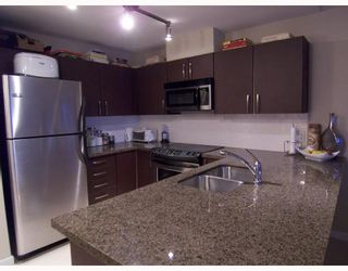 """Photo 2: 401 7339 MACPHERSON Avenue in Burnaby: Metrotown Condo for sale in """"CADENCE"""" (Burnaby South)  : MLS®# V793973"""