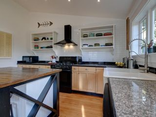 Photo 12: 625 Harbinger Ave in Victoria: Vi Fairfield West Full Duplex for sale : MLS®# 860340