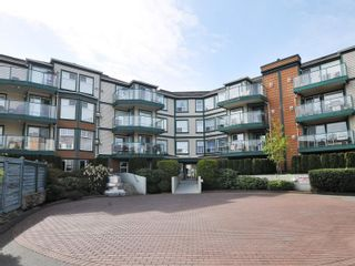 Photo 2: 302 898 Vernon Ave in Saanich: SE Swan Lake Condo for sale (Saanich East)  : MLS®# 853897