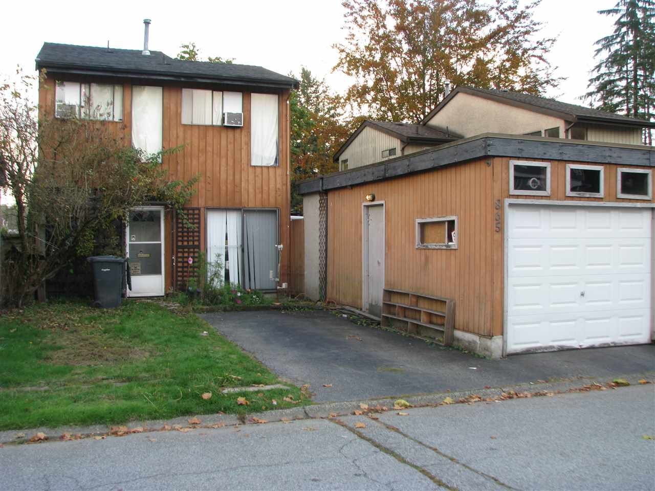 Main Photo: 865 PINEBROOK Place in Coquitlam: Meadow Brook House for sale : MLS®# R2218909